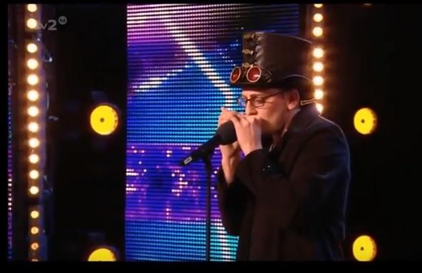 イギリスのオーディション番組にイギリスのハーモニカ使いが出場~Britain's Got Talent 2014~