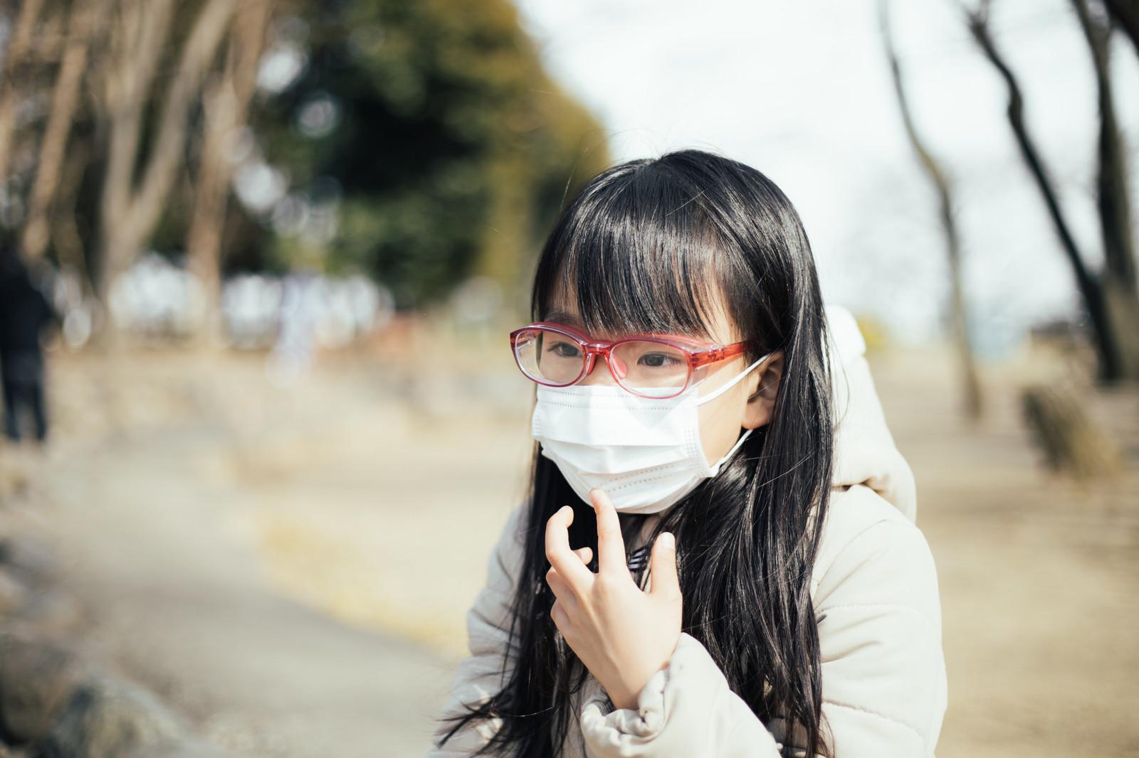 マスクで眼鏡(メガネ、めがね)を曇らないようにする道具要らずで手っ取り早くコスパ無料の方法(一時しのぎだが結構使える)